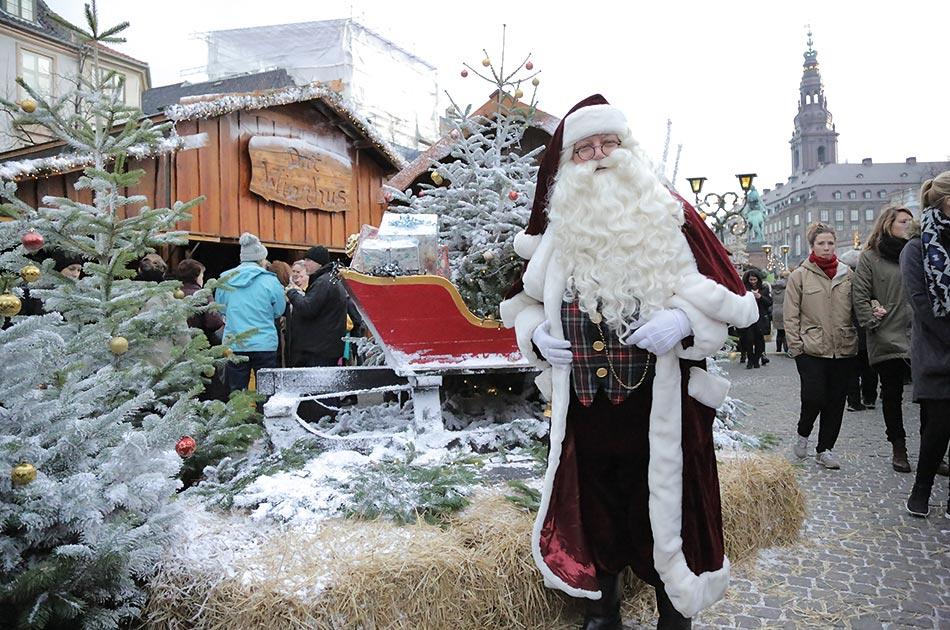 Father Christmas on Højbro Plads